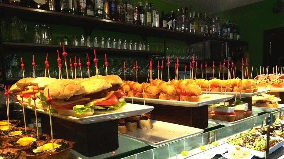 Bcn Food Tours: Poblesec. Història del barri i tast de tapes
