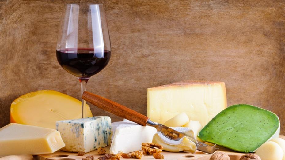 Sopar maridat amb vins i caves del Penedès