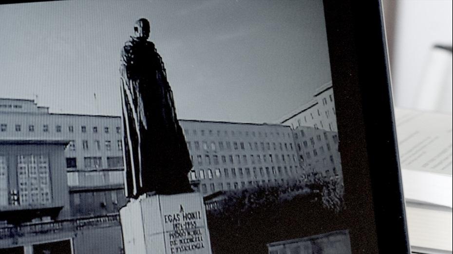 """Cicle """"Monuments, restes, vulneracions i impunitat"""". El rastreador de estátuas"""