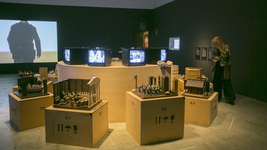 """Visita guiada a l'exposició """"Tecnologies de la violència"""""""