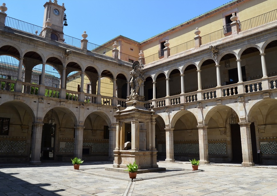 Visita a l'Institut d'Estudis Catalans - antiga Casa de Convalescència