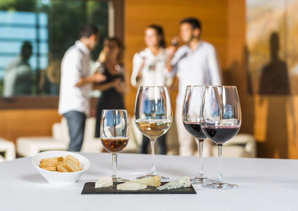 Maridatge de 4 vins i 4 formatges gourmet + Visita al celler Família Torres [Mes de juny]