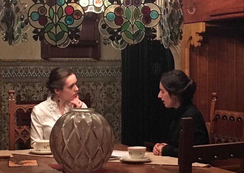 """Visites teatralitzades """"Converses entre Teresa Amatller i Mercedes Garí"""""""