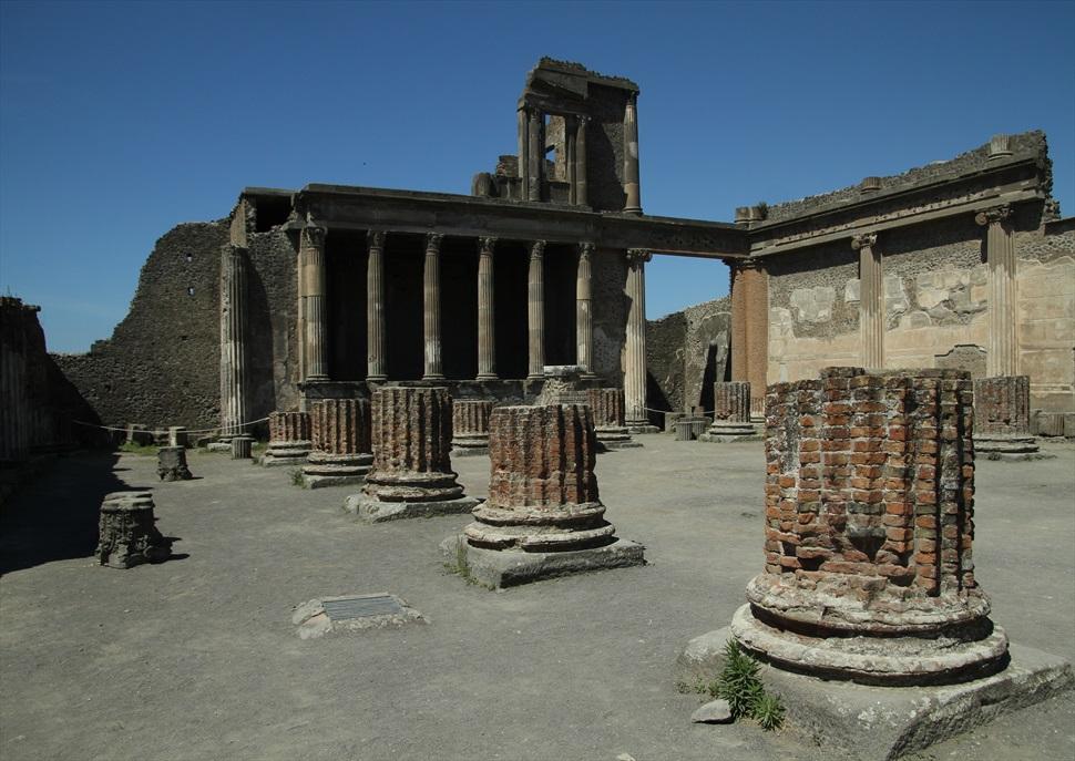 Viatja amb Cases Singulars a Nàpols, Pompeia i Herculà