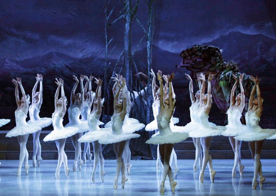 Ballet Nacional de Cuba · El Lago de los Cisnes / La Cenicienta