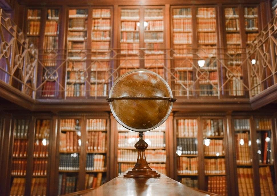 Nits Singulars: Visita a la Biblioteca Arús i a la Col·lecció Sherlock Holmes amb copa de vi