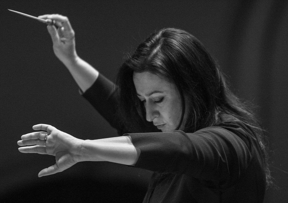 Simone Young dirigeix Perianes