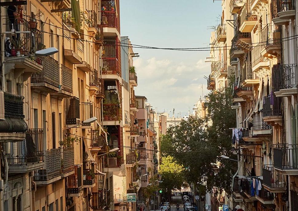 """Ruta literària: """"Desbordar Barcelona"""" amb els autors"""