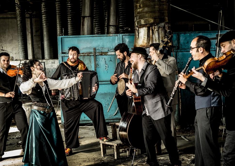 Barcelona Gipsy Balkan Orchestra · TRADICIONÀRIUS 2021